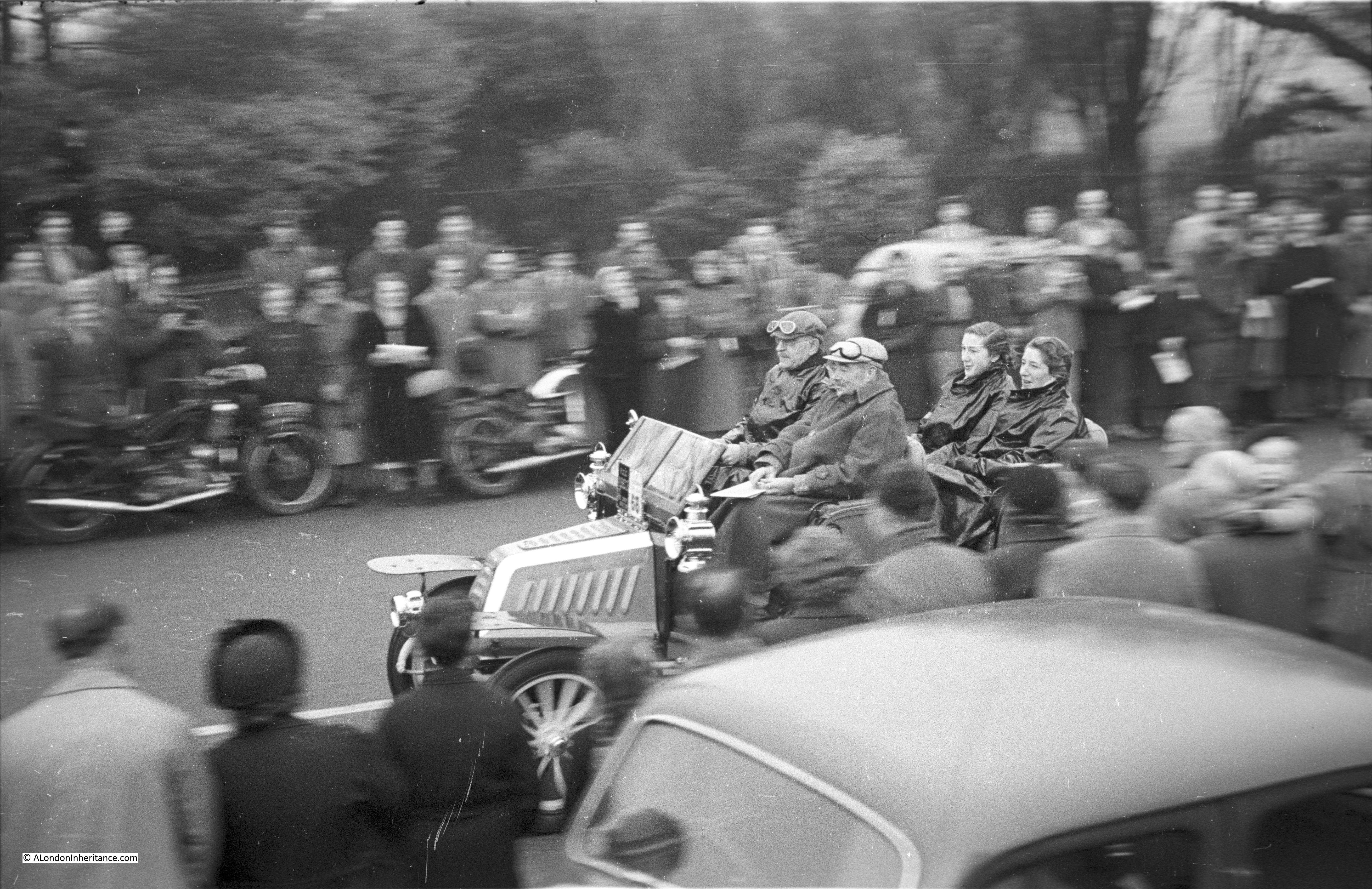 The London to Brighton Veteran Car Run - 1948 and 2014 - A London ...