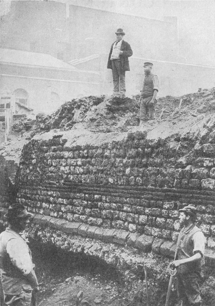 The Roman Wall On Tower Hill - A London Inheritance